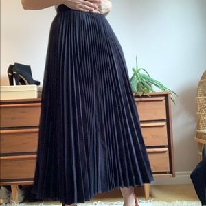 Vintage Navy Wool High Waisted Pleated Skirt XS